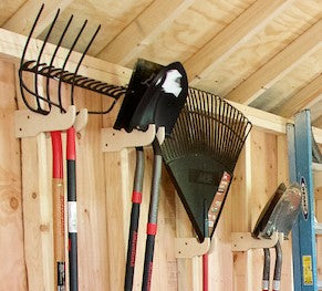 Shed wall with hanging tools using the My S.O.S single and double hangers