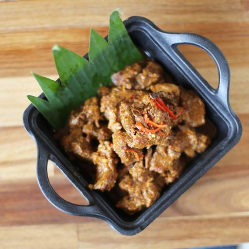 Richly Beef Simmered with Thick Coconut Sauce (Daging Sapi Rendang)