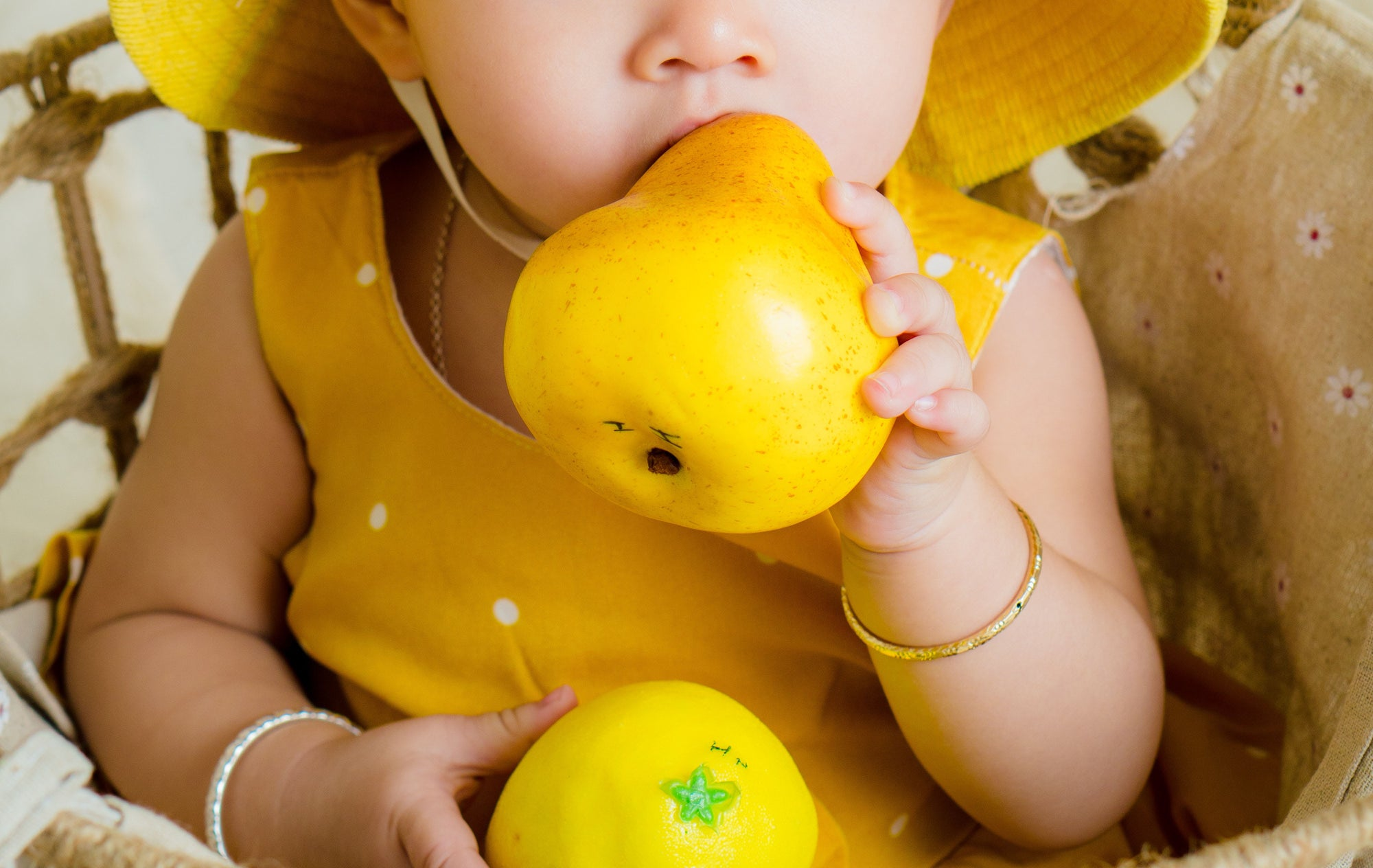 Why Choose Organic Snacks For Your Baby Or Toddler