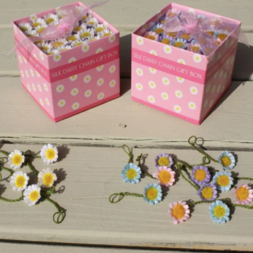 Spotted crow creations - 40 silk daisies gift box