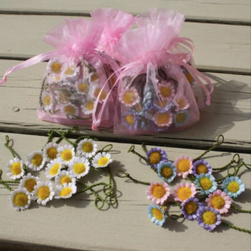 Spotted crow creations - Silk daisy chain in pink organza bag