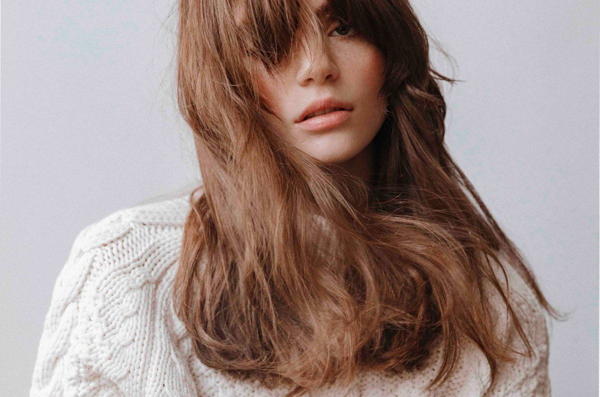 On Trend Ways To Style Mid Length Hair Hershesons Hershesons