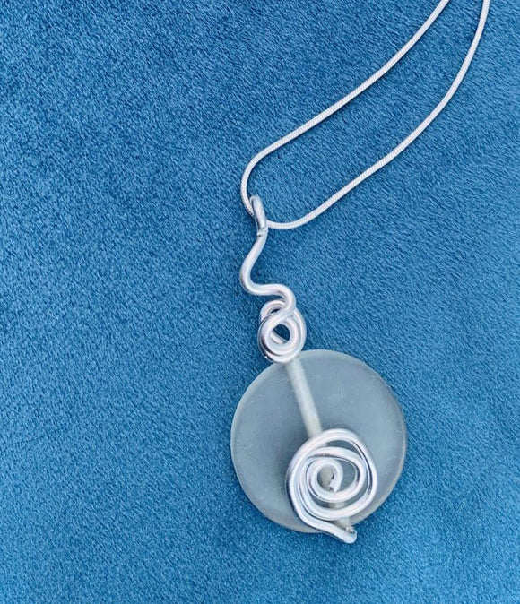 Lovely silver plated rope chain and pendant