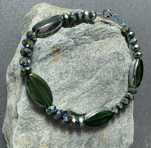 Gorgeous green Czech glass oblong beaded bracelet