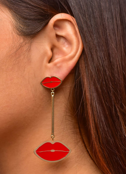 Kiss Hanging <br>Gold Earrings