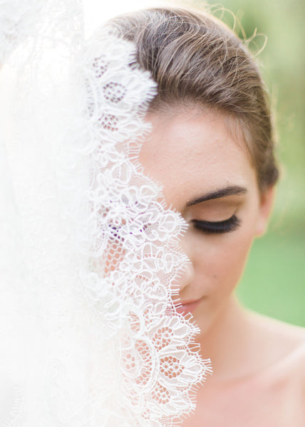 close up of bride and veil with chantilly lace border