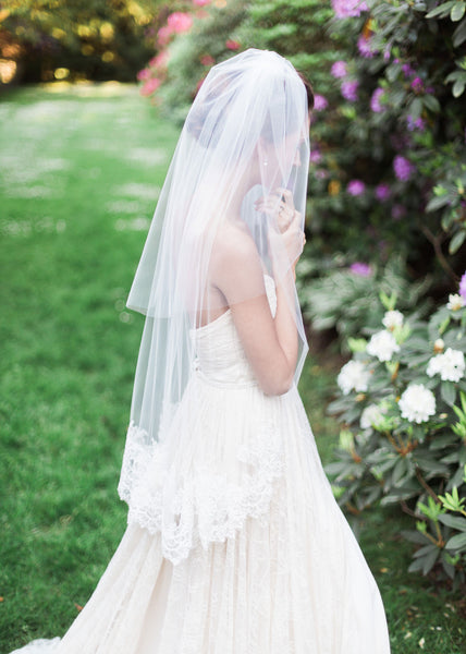Delicate Chantilly Lace Fingertip Veil