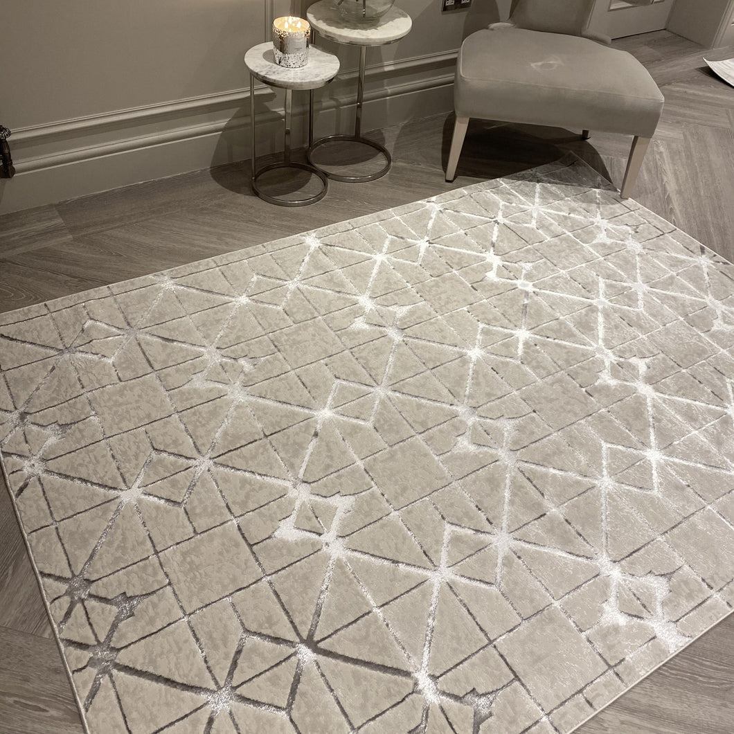 Knightsbridge High Shine Geometric Rug