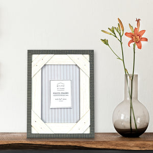 Reclaimed 5 x 7 Crosshatch Rustic Wood Picture Frame, Gray-White