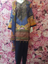 Load image into Gallery viewer, SKD 20 LININ MATERIAL KAMEEZ WITH EMBROIDERY