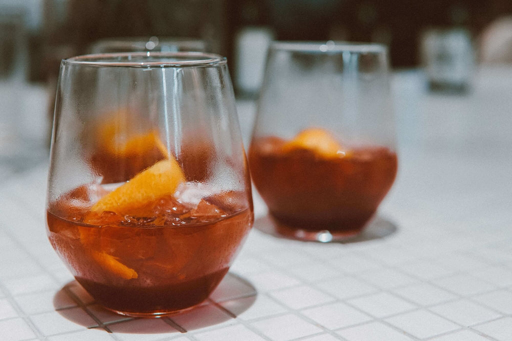 stemless glasses pros and cons