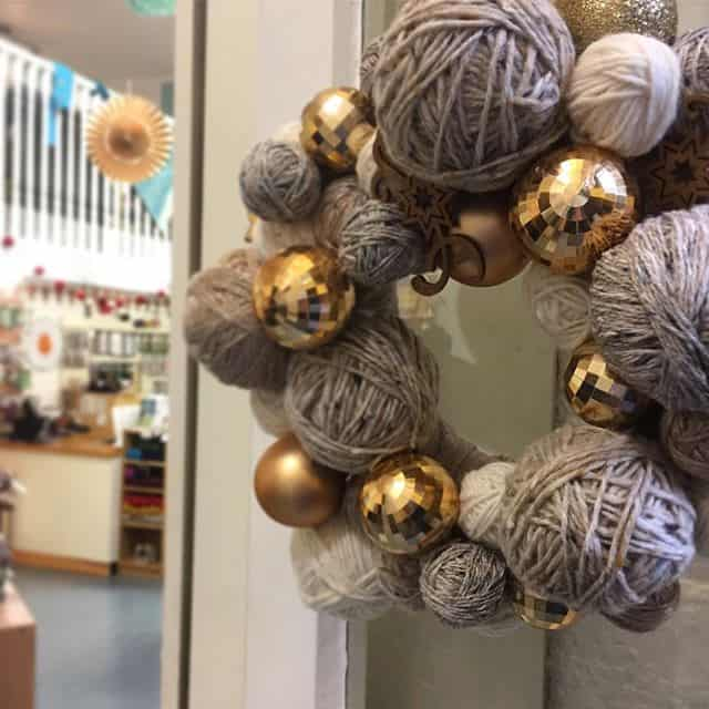 How I made our yarn wreath...