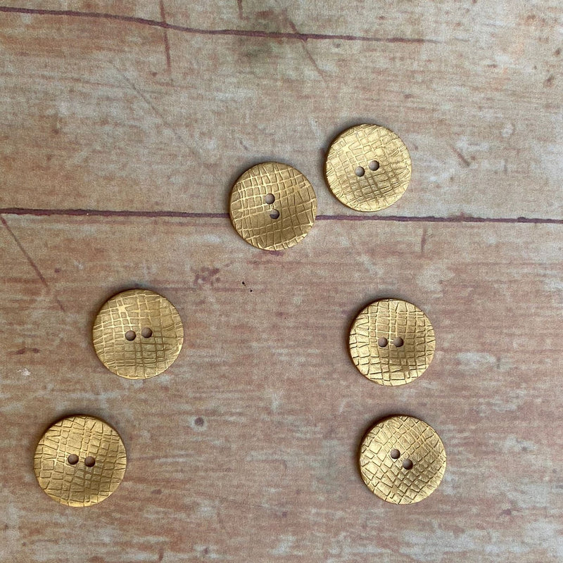18mm Golden Coloured Button With Raised Design | TGB2645