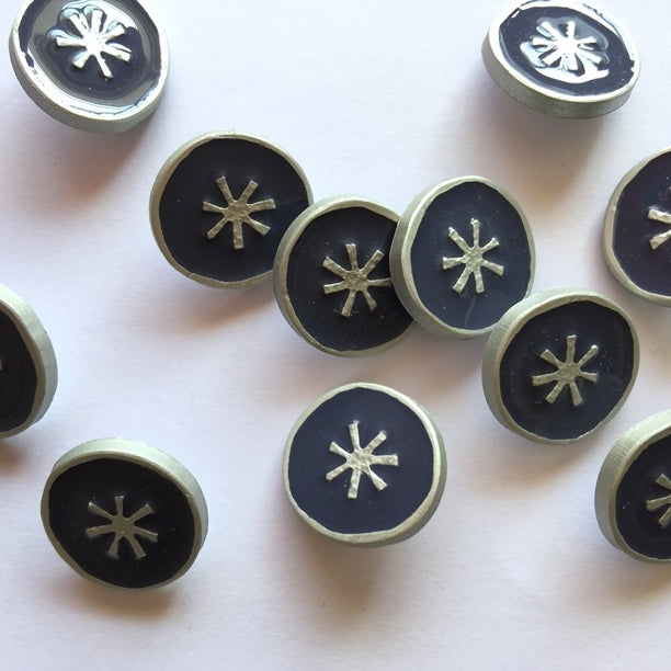 18mm Navy And Silver Coloured Button | TGB2835