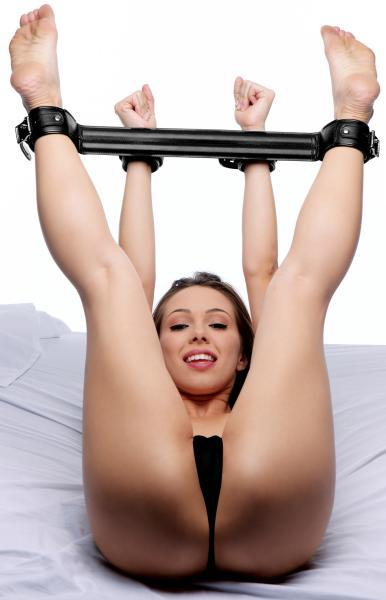 Strict Deluxe Rigid Spreader Bar Black
