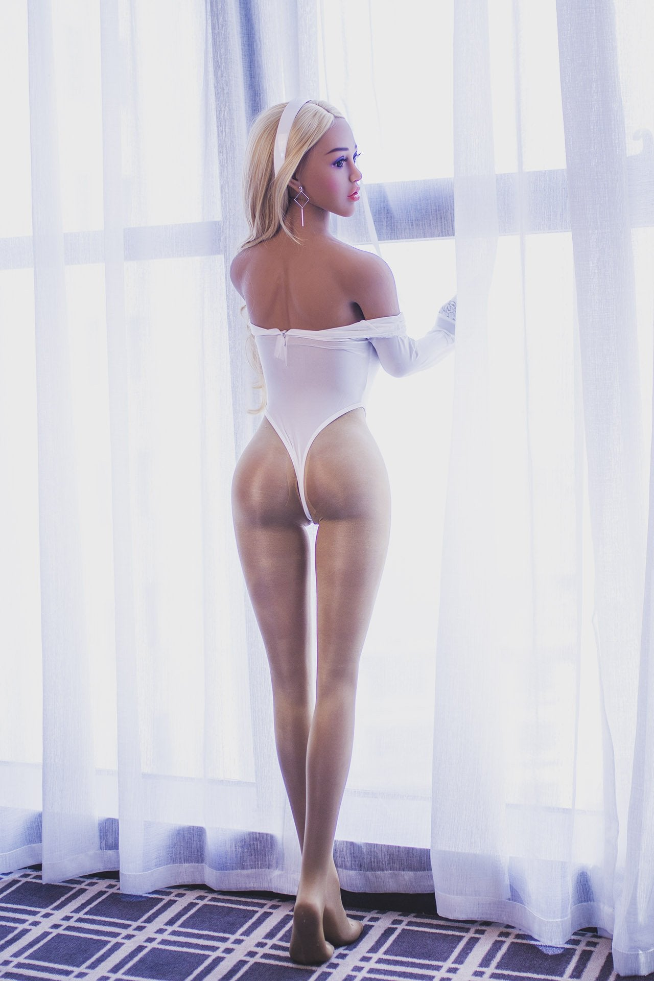 Jasmine - Busty and loves to be your sex doll.