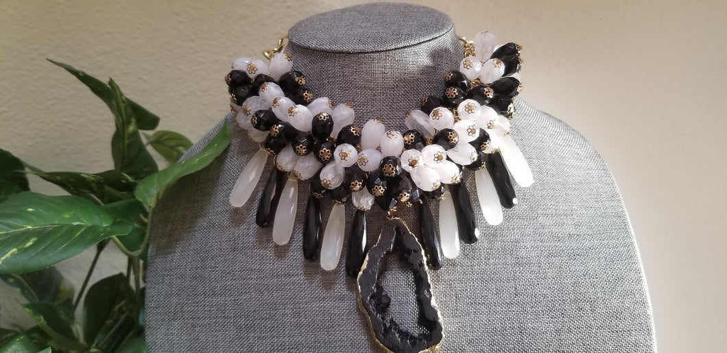 Natural Agate Stone Necklace - Black White Beads
