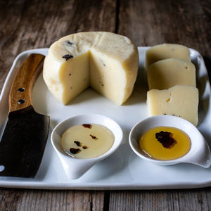 CHEESE WITH TRUFFLE FLAKES