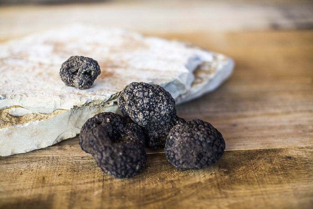 Load image into Gallery viewer, fresh black truffle pregiato nero di norcia
