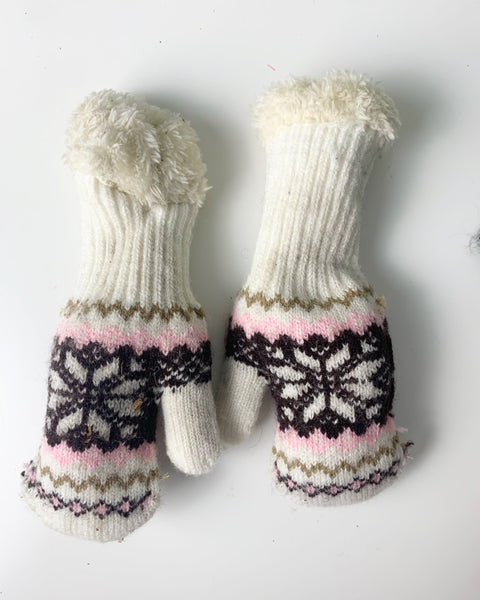 "White print ""long sleeve"" mittens 0-12m"