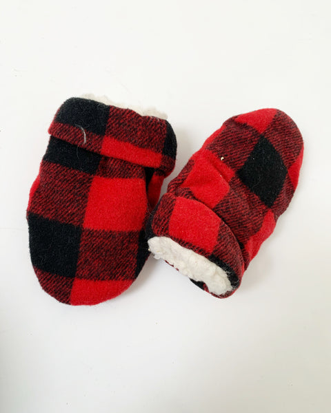 Fleecy cabin mitts 0-6m