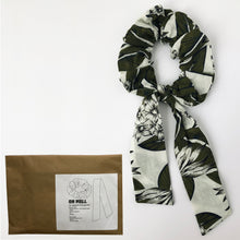 Load image into Gallery viewer, DIY Cotton Print Scrunchie with Tie Kit