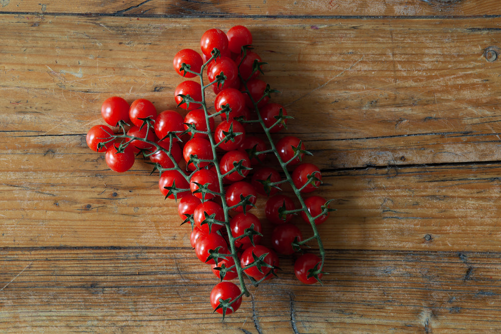 Load image into Gallery viewer, Cherry tomatoes on the vine (400g)
