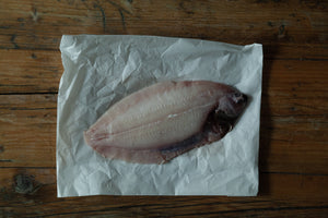 Load image into Gallery viewer, Fresh lemon sole (whole fish)