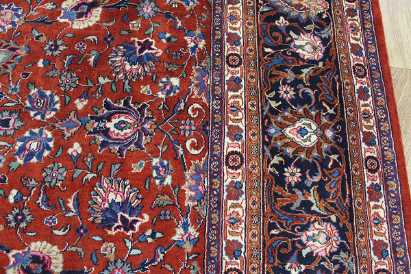 A good example of a Persian Sarouk rug 375 x 294 cm