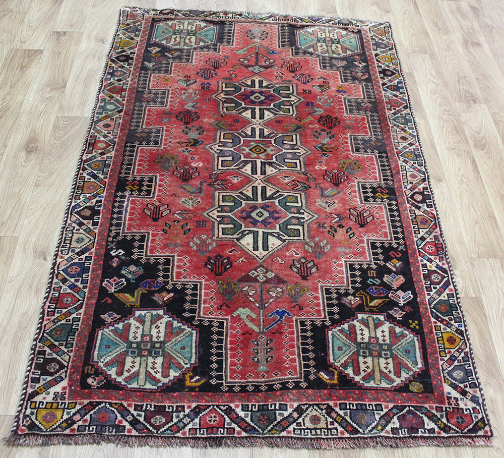OLD HANDMADE PERSIAN SHIRAZ QASHQAI RUG WITH TRIPLE MEDALLION 172 X 110 CM