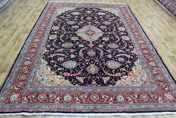 A good example of a Persian Sarouk carpet with great design & color 320 x 212 cm