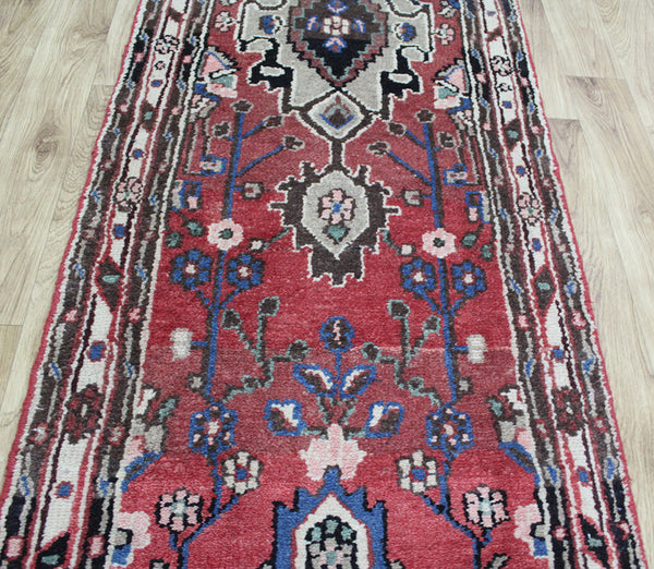 AN OUTSTANDING PERSIAN RUNNER FROM THE GREATER HAMEDAN REGION 480 x 70 CM