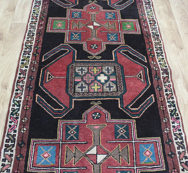 OLD NORTH WEST PERSIAN HERIZ RUNNER, VERY HARD WEARING 362 x 95 CM