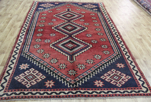 A Beautiful Handmade Persian Shiraz Rug in great condition 290 x 195 cm
