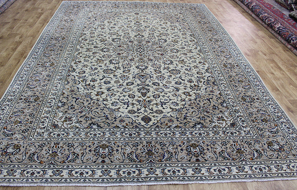 Fine Persian Kashan carpet with great design and superb colours 350 x 250 cm