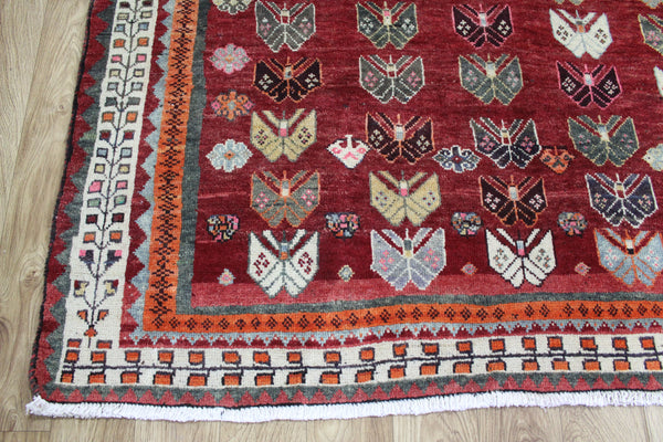 A Beautiful Handmade Persian Shiraz Rug 247 x 155 cm