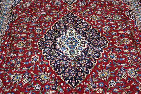 A good example of a Persian Kashan carpet with superb colours 405 x 307 cm