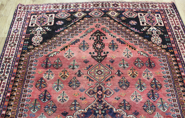 ANTIQUE PERSIAN SHIRAZ RUG WITH SINGLE INDIGO MEDALLION 250 x 157 cm