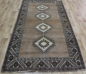 A Beautiful Handmade Persian Shiraz Gabbeh Rug 233 x 125 cm
