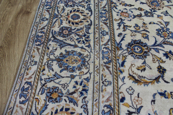 Signed Persian Kashan Carpet of Classic Floral Design 335 x 220 cm