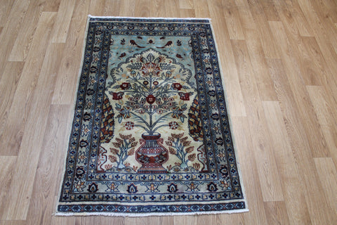 Fine Kashmir Rug with Vase design 120 x 80 cm
