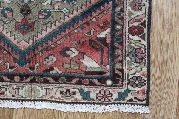 Antique Persian Hamedan rug, Medallion design 95 x 60 cm