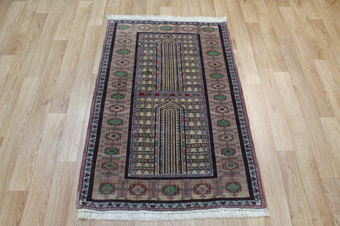 Fine Persian Gochan rug with double Mehrabi design 130 x 88 cm