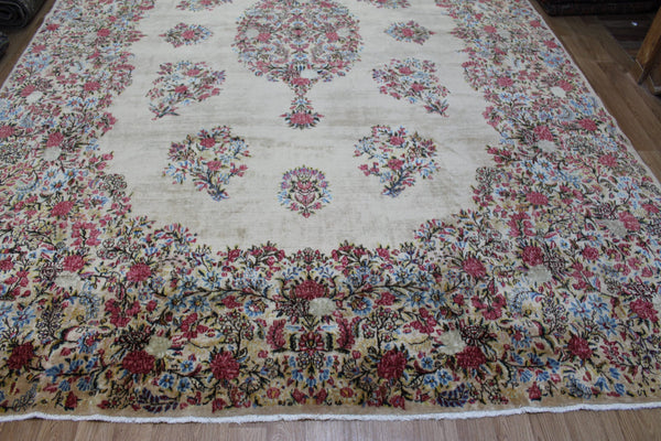 ANTIQUE PERSIAN KERMAN CARPET, FLORAL DESIGN ON A GOLD GROUND 430 X 280 CM