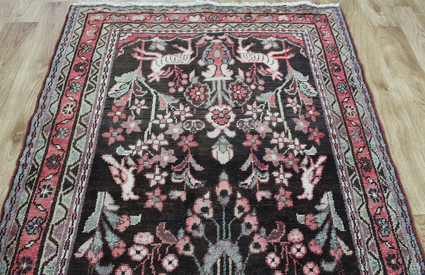 A beautiful Persian Hamadan rug 230 x 105 cm