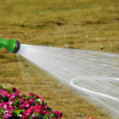 Expandable garden hose with strong water jet onto garden