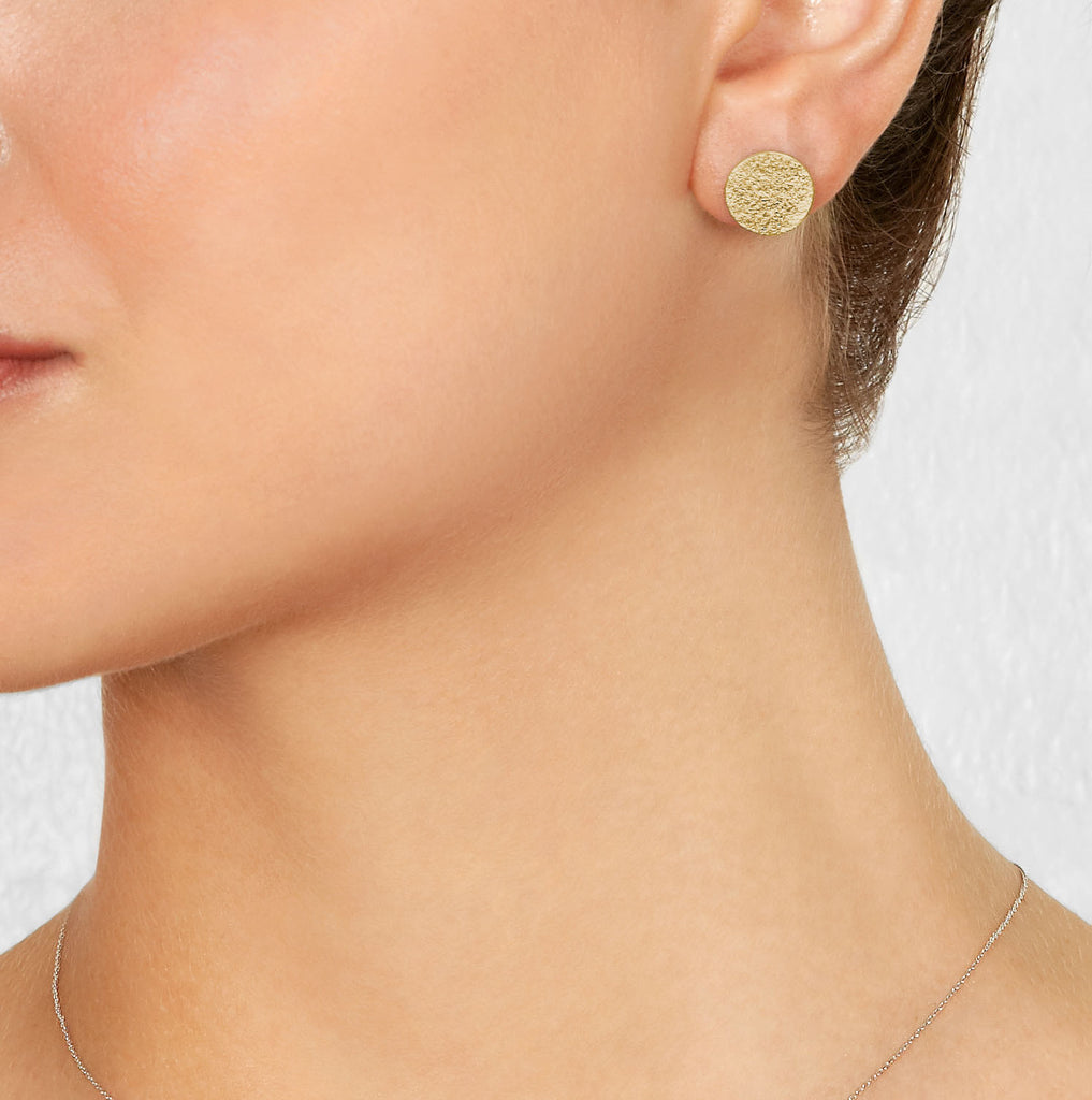 Paper Circle Stud Earrings in Yellow Gold