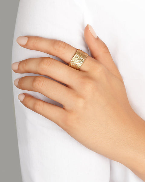 Paper Cigar Ring in 9k Yellow Gold with Diamonds