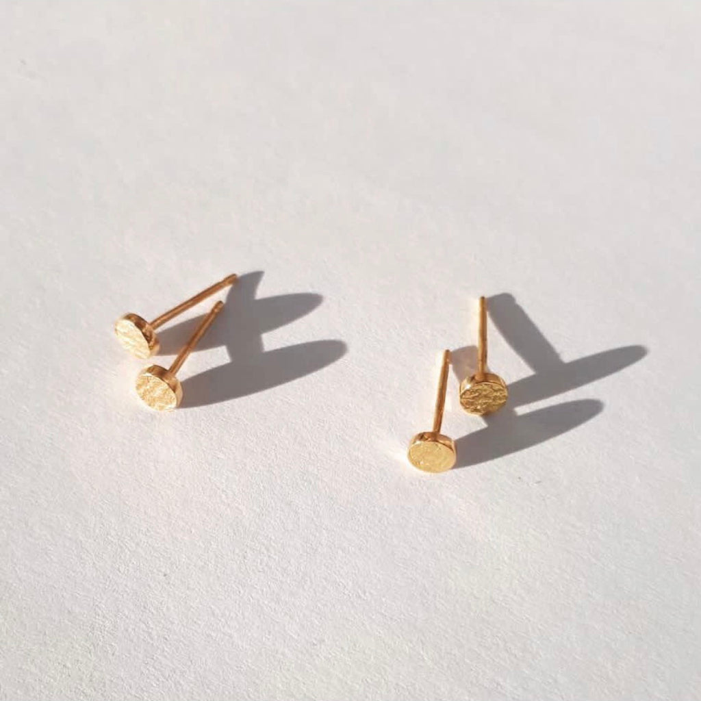 Paper Stud Earrings in 18k Gold