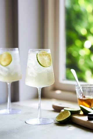 How to Make Sparkling Four Seasons & Lime Iced Tea